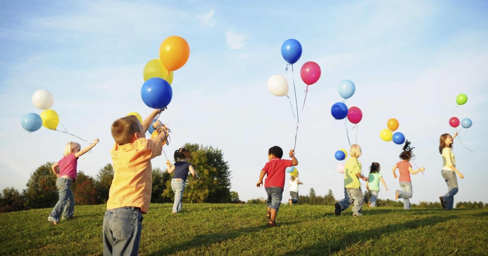 Crianças brincando livres